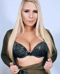 Lena Nitro sind beide sehr sexy